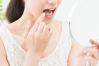 口の中の粘膜がヒリヒリする、赤く腫れる、口内炎などの治療について